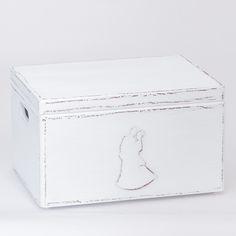Szykowne pudełko na kartki ślubne od gości, utrzymane w białej tonacji.  Do kupienia w sklepie internetowym Madame Allure!
