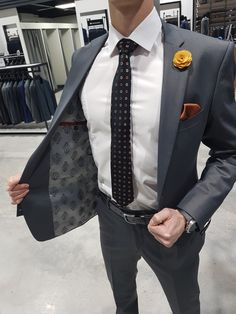 Dark grey suit black and white dotted tie brown pocket square men fashion. Grey Suit Men, Dark Gray Suit, Dark Grey, Latest Mens Fashion, Mens Fashion Suits, Mens Suits, Body, One Step, Stylish Mens Outfits