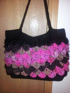 Check out this item in my Etsy shop https://www.etsy.com/listing/513962853/custom-crocheted-purse-colors-of-your