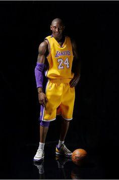 Figura Kobe Bryant 33cms. L.A. Lakers. NBA Collection. Enterbay Figura de 33 cm basada en la linea Real Masterpiece con una de las estrellas de la NBA, Kobe Bryant jugador de L.A. Lakers.