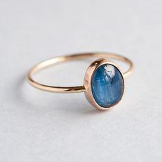 Złoty pierścionek z Kyanitem - Lills-Aleks-Bartnicka - Pierścionki złote