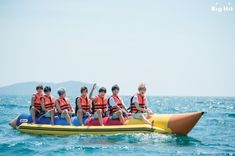The next day, BTS had time to play ocean leisure at a Manukan Island. We are about to show the boys on the banana boat! BTS got a mission to complete before they got on the banana boat. The mission was... If they fall into water, find J-HOPE first. They promised not to let go of J-HOPE's hand, who is very afraid of water for getting on the boat together after soothing him everything will be okay. The guys' great friendship that even touches our mind! ☆ | Wow this is so much fun!!~