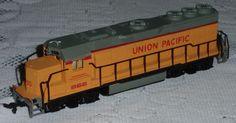 HO Scale Bachmann Electric Train Diesel Locomotive - Union Pacific 866 - NICE! #Bachmann Locomotive Engine, Diesel Locomotive, Train Sets For Sale, Doctor Who Merchandise, Diesel For Sale, Union Pacific Railroad, Electric Train, Ho Scale, Model Trains