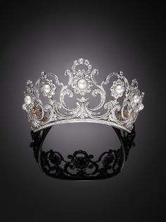 Lovely clear photo of the Musy tiara - Italian royal family - in its pearl rosette form