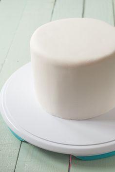 tutorial de como cubrir una tarta con foundant