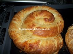 Χωριάτικη στριφτή τυρόπιτα με τραγανό φύλλο που δεν θα μείνει ούτε ψίχουλο! Greek Pastries, Bread And Pastries, Snack Recipes, Cooking Recipes, Snacks, Albanian Recipes, Savoury Baking, Savoury Pies, Savory Tart