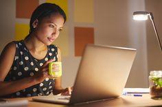Trabalhar em casa ou de qualquer lugar do mundo, ter horários flexíveis e ser Como trabalhar pela internet? 4 ideias para ter um negócio online
