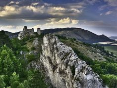 Pálava and ruins of Dívčí Hrady (South Moravia), Czechia European Countries, Nature Photos, Czech Republic, Prague, Castles, Monument Valley, Travelling, Travel Destinations, Spaces