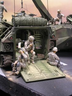 Die Infanteriegruppe hat Pause - have a rest,have a coke! Military Box, Military Helicopter, Plastic Model Kits, Plastic Models, Us Marines, Bradley Ifv, Mens Clothing Trends, Military Action Figures, Model Tanks