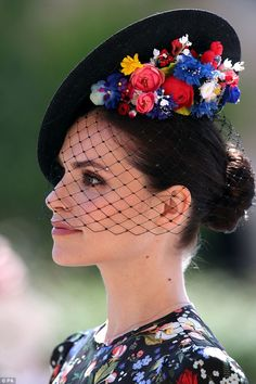 Charlotte Riley 'forgot' to tell friends about royal wedding invite The actress said that it was 'quite good fun' receiving so many messages from people who didn't realise she was going Charlotte Riley, Harry Et Meghan, Harry And Meghan Wedding, Harry Wedding, Meghan Markle, Sombreros Fascinator, Fascinators, Headpieces, Ladies Day