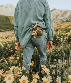 37 ideas plants aesthetic vintage - site adı ve keyword Aesthetic Roses, Plant Aesthetic, Aesthetic Vintage, Nature Aesthetic, Aesthetic Fashion, Camping Aesthetic, Images Esthétiques, Photographie Portrait Inspiration, Poses Photo