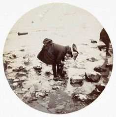 vintage everyday: Kodak No.1 Circular Snapshots: These Round Pictures Were Some of the First Candid Snapshots