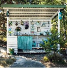 Outdoor kitchen shed style