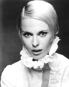 60's actress and fashion icon: Jean Seberg. Gorgeous photo!