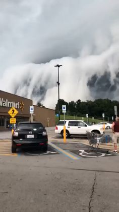 How incredible is this wall of clouds passing through the small city of Anna in Illinois USA Tag someone who should see this incredible video Video by maranda. Image Nature, Nature Gif, Science And Nature, Nature Videos, Life Science, Beautiful Places To Travel, Beautiful World, Wonderful Places, Natural Phenomena