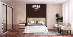Para quem é fã de estilo tradicional, um lustre sobre a cama pode ser o ponto central da decoração do dormitório.