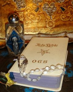 Vintage Bible Order of the Eastern Star by SusieSoHoCollection, $33.00