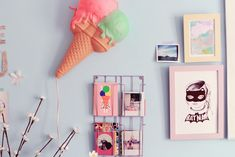 DIY express : le porte carte et polaroids version pastel - Poulette Magique Polaroid, Diy Accessoires, Sweet Home, Gallery Wall, Girly, Kids Rooms, Frame, Blog, Home Decor