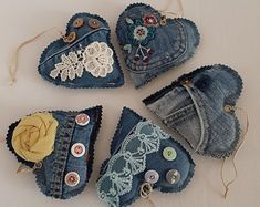 crochet for money Set, vintage denim pincushion hearts, decor Christmas tree, party gift, set of 5 pieces. Set of denim decorations in the shape of a hear Jean Crafts, Denim Crafts, Zipper Crafts, Heart Decorations, Christmas Tree Decorations, Christmas Trees, Artisanats Denim, Denim Vintage, Denim Decor