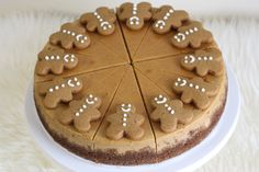 Gingerbread Cheesecake (via That Winsome Girl) perfect for Christmas dinner! This looks amazing and I LOVE Gingys! Xmas Food, Christmas Cooking, Christmas Desserts, Holiday Treats, Christmas Treats, Christmas Goodies, Holiday Recipes, Christmas Dinners, Christmas Cakes