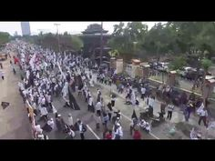 VIDEO : Ribuan Massa Surabaya Padati Ruas Jalan Mapolda Jatim