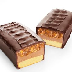 Looks like a Milky Way! (Which is my favorite candy!!!) But it's a cake! Oh Gosh do I want to try this!!