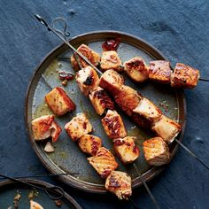 These delectable salmon skewers require just five ingredients and 30 minutes to make. Salmon Recipes, Fish Recipes, Seafood Recipes, Cooking Recipes, Healthy Recipes, Cooking Stuff, Fodmap Recipes, Skillet Recipes, Fish Dishes