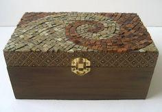 Brown Mosaic Box. Mosaic Crafts, Mosaic Projects, Mosaic Art, Mosaic Glass, Mosaic Tiles, Mosaics, Mosaic Designs, Mosaic Patterns, Decorative Wall Panels