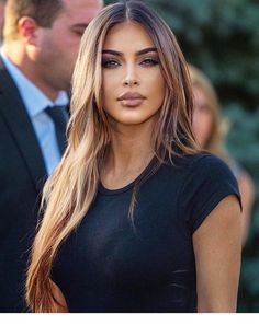 15 Fall/Winter Beauty Trends To Try in 2019 - Fashion Trends 2020 Modadiaria 每日时尚趋势 2020 时尚 Kardashian Style, Kim Kardashian Long Hair, Kim Kardashian Hairstyles, Kim Kardashian Nails, Winter Beauty, Brunette Hair, Beauty Trends, Gorgeous Hair, Hair Looks