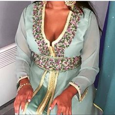 Chic caftan 2016 style perlé conçu en tissu mousseline et satin duchesse haute qualité .