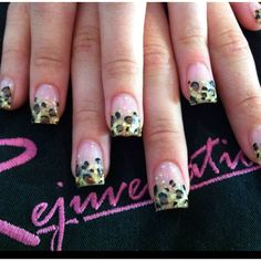 Leopard print acrylic nails