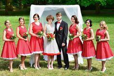 Fotoeditoriál: Svatební focení - Novinky - PoshMe - e-shop se vším, o čem ženy sní Bridesmaid Dresses, Wedding Dresses, Retro, Fashion, Bridesmade Dresses, Bride Dresses, Moda, Bridal Gowns, Wedding Dressses