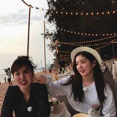 Irene & Wendy uploaded by tomatoro on We Heart It Wendy Red Velvet, Red Velvet Irene, Park Sooyoung, Kpop Girl Groups, Kpop Girls, K Pop, Red Velvet Seulgi, Girl Bands, Peek A Boos