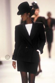 Yves Saint Laurent F/W 1988 suit. Iman photo by Guy Marineau. Vogue Fashion, 80s Fashion, Runway Fashion, High Fashion, Vintage Fashion, Iman Model, Supermodel Iman, Style Année 90, Style Haute Couture