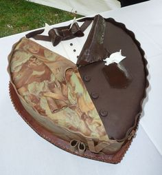 Hunter tux grooms cake - Bing Images hahaha so Mike can get his camp tux lol