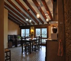 http://es.1000apartamentos.com/Huesca/ElGrado/Apartamentos/Apto-de-turismo-rural-CASA-PURROY-/230019