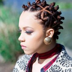 Learn how to style bantu knots with some amazing pictures of the amazing bantu knot hairstyles for all hair types. Bantu Knots Short Hair, Bantu Knot Hairstyles, African Hairstyles, Pretty Hairstyles, Cornrows, Natural Hair Instagram, Natural Hair Styles, Short Hair Styles, Natural Beauty