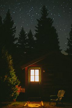 I love cabins. A cabin by a lake is my dream place.