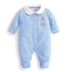 Exclusively designed by JoJo, the Peter Rabbit Sleepsuit is a gorgeous style for any new arrival, especially if the parents are fans of Beatrix Potter's much-loved stories. You can expect the same JoJo quality and beautifully soft cotton, making this slee Peter Rabbit Baby Clothes, Peter Rabbit Nursery, Baby Outfits Newborn, Baby Boy Newborn, Baby Boy Outfits, Baby Boys, Romper Pattern, Baby Boy Fashion, Baby Bodysuit