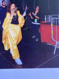 Here's why we love Rihanna on LCM + a few photos from the gigantic Rihanna Book. Rihanna Sneakers, How To Wear Sneakers, Sneakers Looks, Sneakers Fashion, Rihanna Fan, Sneak Attack, Dad Shoes, Sneakers Street Style, Becoming A Model