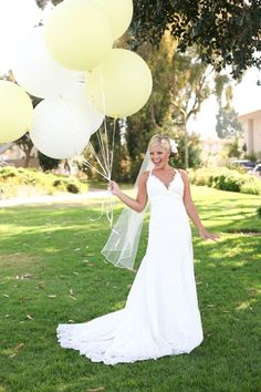 oversized balloons are awesome for beach weddings