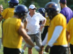 Gary Jeffries, head coach of the Wilfrid Laurier University football team, at practice, Friday. Wilfrid Laurier, Latest Breaking News, Journalism, Football Team, Newspaper, University, Friday, Sports, Hs Sports