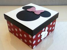 Caixa organizadora Minnie em madeira.