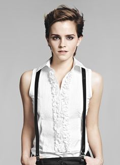Skinny suspenders, short textured hair, ruffles, painted nails, sleeveless top and fit arms. Androgynous and gorgeous Emma Watson in Elle France 2011 Androgynous Haircut, Androgynous Fashion, Tomboy Fashion, Look Fashion, Tomboy Style, Boyish Style, Fashion Hair, Fashion Women, Estilo Boyish