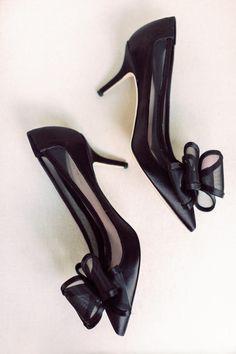 black bow wedding heels | Photography: Diana Lupu Photography