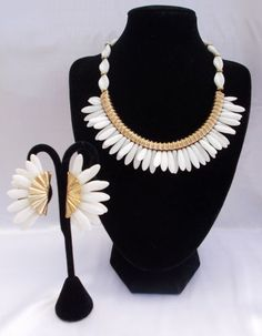 Vintage-Signed-Napier-White-Milk-Glass-Petal-Necklace-Earring-Set-Goldtone
