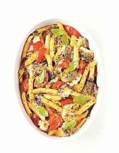 Recette Penne gratinés au chèvre : Préchauffez le four à 200°C. Faites cuire les pâtes (al dente) à l'eau bouillante salée. Égouttez-les. Mélangez-les dans un saladier avec les tomates coupées en morceaux, l'origan et le fromage coupé en morceaux. Salez, poivrez et versez l'ensembl...