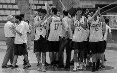 Pese a la derrota de #Lucentum por 62 a 66 ante #AmicsCastello, la afición lucentina abandonó las gradas satisfecha. En el último minuto la victoria podría haber caído hacia cualquier lado. Los locales la tuvieron en dos ocasiones, tras tiempo muerto y en un balón divido que se le escurrió a #AdrianFuentes entre los dedos. Decidieron los TL. El 5 de octubre arranca la #AdeccoPlata ante #CBTarragona. 28 de septiembre de 2014. #Baloncesto #Basket #Alicante Alicante, Victoria, Last Minute, Fingers, September, Falling Down