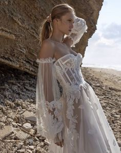 Uploaded by 𝒜𝓂𝒷𝑒𝓇 𝐿𝑜𝓅𝑒𝓏. Find images and videos about love, fashion and white on We Heart It - the app to get lost in what you love. Elegant Dresses, Pretty Dresses, Beautiful Dresses, Fairytale Dress, Fairy Dress, Princess Fairytale, Fairytale Cottage, Ball Dresses, Ball Gowns