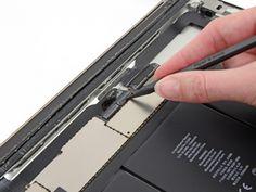 Schritt 35 -       Heben Sie die Klappe auf beiden Digitizer-Bandkabel ZIF-Steckern.